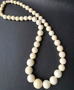 Vintage fashion necklace cream beads 60's 70's